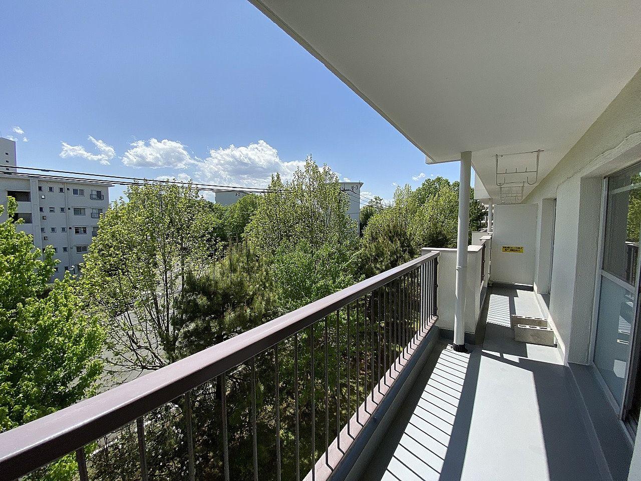 たまプラーザ団地のバルコニーからの眺望です。