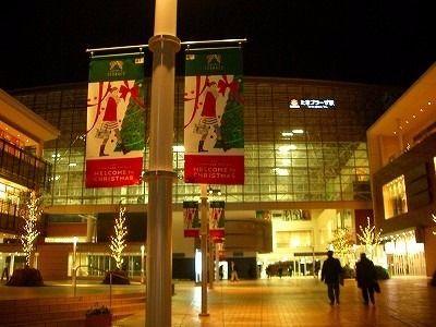 2010年たまプラーザ駅北口のクリスマスの夜景です。