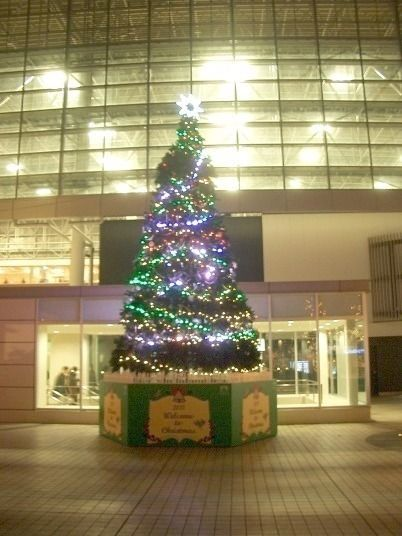 たまプラーザ駅北口のクリスマスツリー 2011年