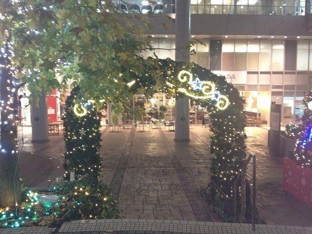 たまプラーザ駅 南口の様子です。 2013年 たまプラーザ クリスマス