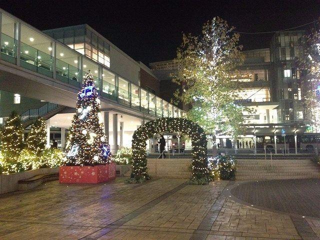 たまプラーザ駅 南口の様子です。2013年 たまプラーザ クリスマス